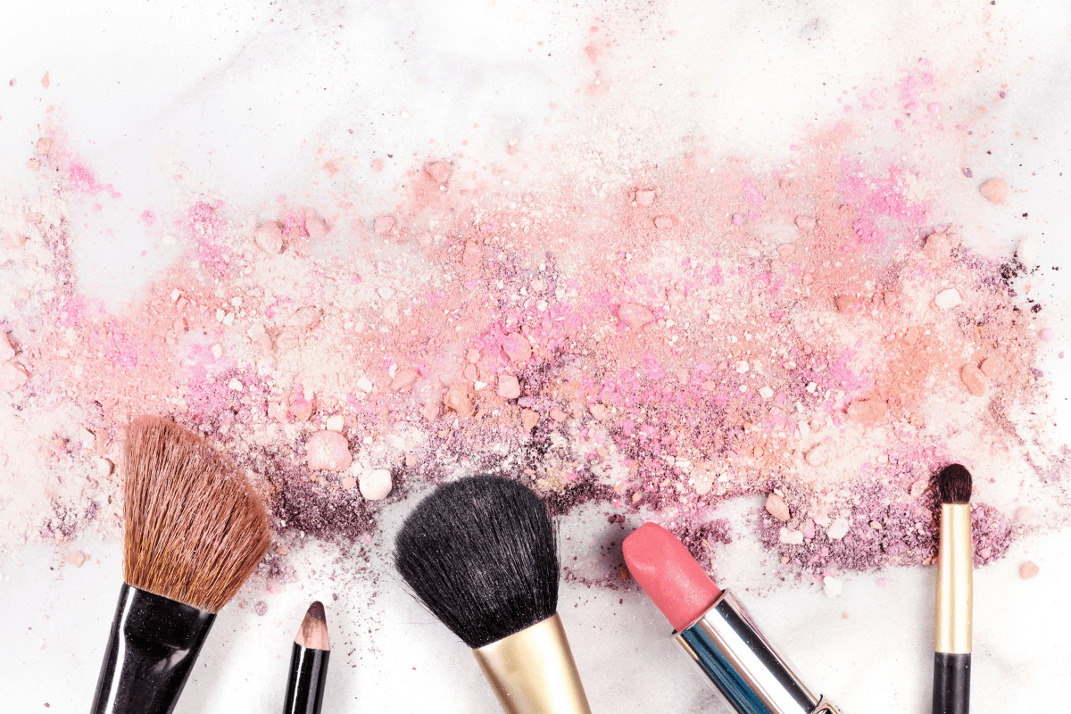Read more about the article Makeup Tutorial in 5 Minutes Using Clean Beauty Products